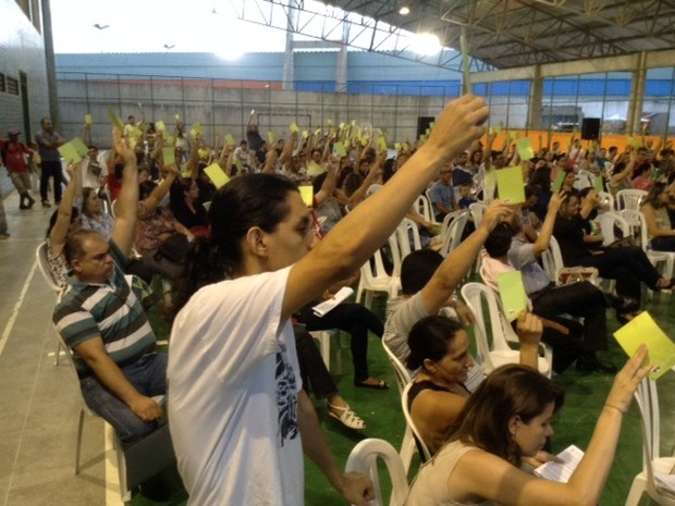 Suspensão da greve foi decidida em assembleia nesta sexta-feira (Foto: SINDSIFCE/Divulgação)