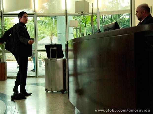 Félix humilha o gerente (Foto: Ellen Soares/ TV Globo)
