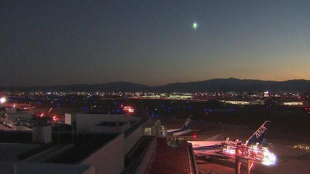 Um bola de fogo foi vista cruzando o céu do Japão na noite desta segunda-feira (Foto: BBC)