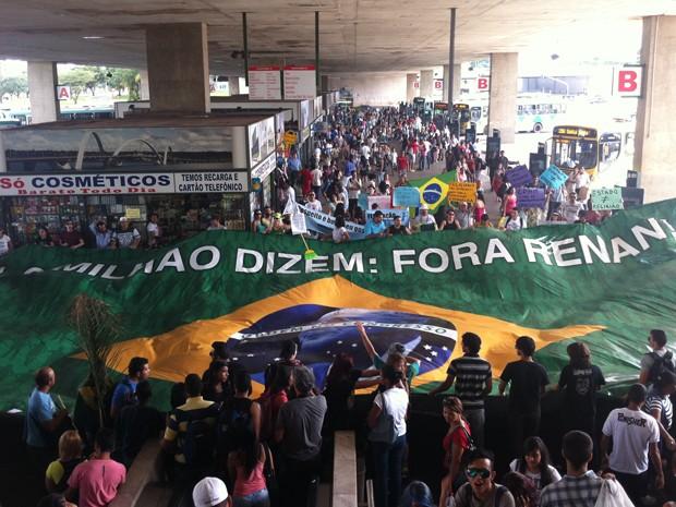 Grupos se manifestam contra deputado Marco Feliciano e senador Renan Calheiros (Foto: Raquel Oliveira/ G1)