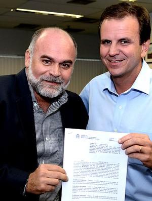 Maurício Assumpção Eduardo Paes CT Botafogo (Foto: Divulgação / Botafogo Oficial)