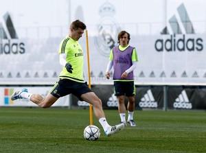 Toni Kroos Real Madrid treino (Foto: Divulgação/Real Madrid)