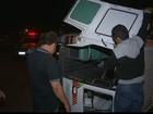 Ambulância com paciente tomba após colisão em Campina Grande