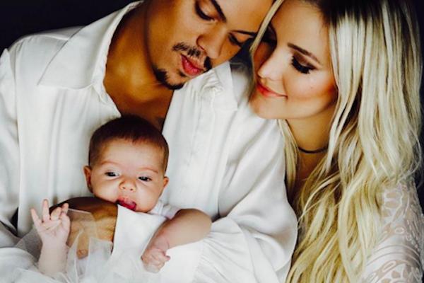 A cantora Ashlee Simpson e sua família (Foto: Instagram)
