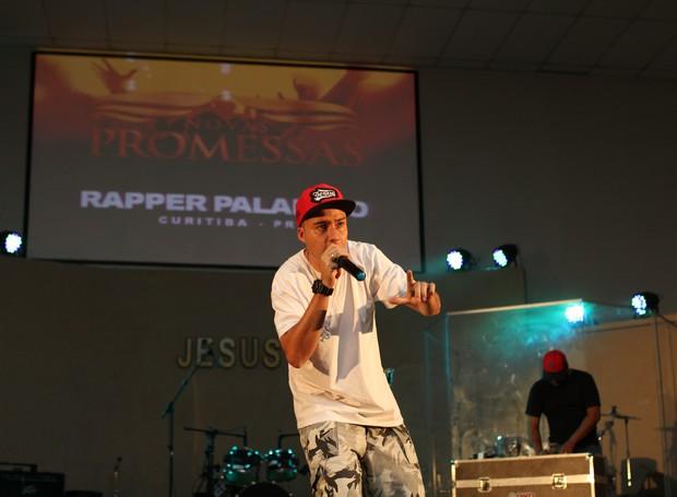 Pra fechar o evento com chave de ouro, o Rapper Paladino subiu no palco e levantou o público (Foto: Rafael Veraldo/ RPC)