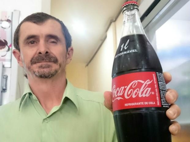 Balconista ficou cego após garrafa de refrigerante explodir (Foto: Jomar Bellini / G1)
