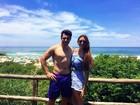 Cézar Lima e Tamires Peloso passam o final do ano em praia no sul do país