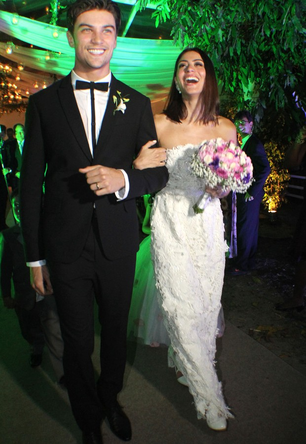 Casamento Carol e Raphael - os noivos depois do 'sim' (Foto: Vera Donato)