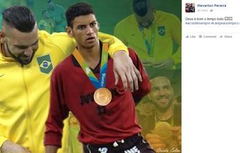 """Weverton posta foto da época do Juventus-AC com ouro: """"13 anos atrás"""""""