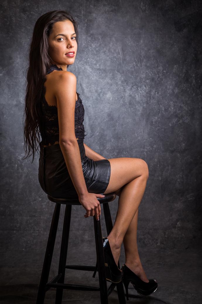 Mayla arrasa na pose e esbanja sensualidade!  (Foto: Paulo Belote/TV Globo)