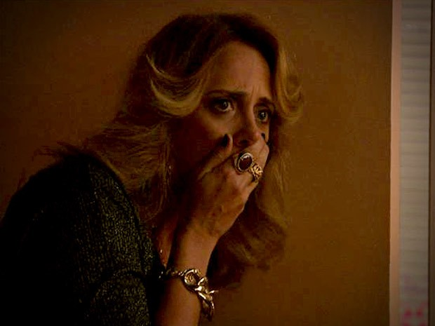 Ivana fica chocada ao descobrir o caso entre Silas e Olenka (Foto: Avenida Brasil/TV Globo)