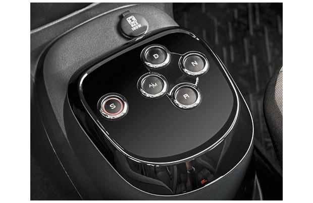 Câmbio GSR-Comfort é acionado por botões (à la Alfa Romeo) e tem função Sport (Foto: Divulgação)