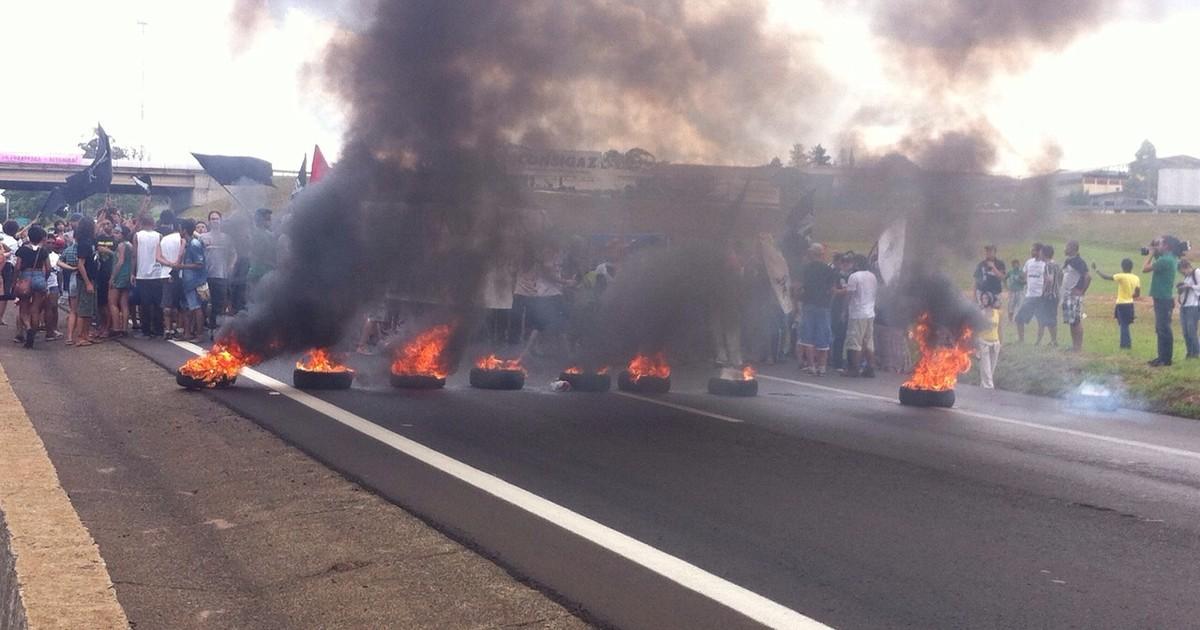 Rodovia Washington Luís é interditada e pneus são queimados em ... - Globo.com
