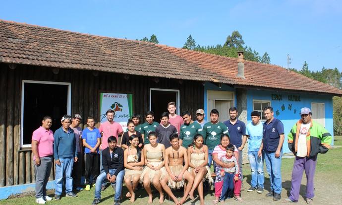 Trilha na aldeia é feita com apoio de guias do povo Laklãnõ/Xokleng, como mostra o Mistura (Foto: Ativa Rafting/Divulgação)