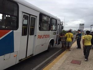 Usuários reclamaram da quantidade de ônibus nas ruas de Natal (Foto: Fernanda Zauli/G1)