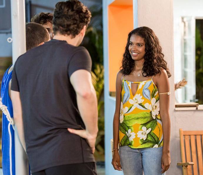 Joana resiste, mas Gabriel insiste (Foto: Isabella Pinheiro/Gshow)