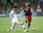 Barça mantém Adriano nos planos, e jogador quer se firmar na lateral direita