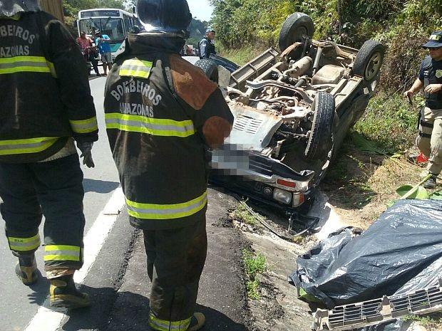 Acidente ocorreu nesta sexta-feira (11), na BR-174  (Foto: Divulgação/Corpo de Bombeiros)