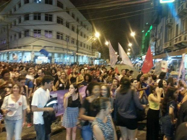 Manifestação no dia da mulher em Juiz de Fora (Foto: Fellype Alberto/G1)