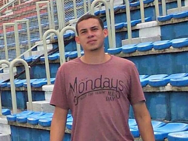 Oziris Azevêdo foi levado para Curitiba (Foto: Reprodução)