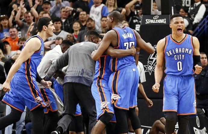 San Antonio Spurs x Oklahoma City Thunder - Jogo 2 (Foto: Reuters)