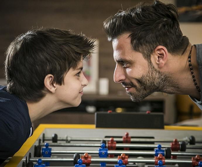Cara a cara com o filhão, Henri se derrete por Lucas que chama de 'primeiro amor' (Foto: Raphael Dias/Gshow)