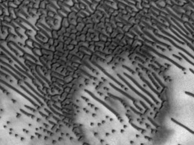 Não é a primeira vez que região é observada, mas imagens mostram mais detalhes em alta resolução. (Foto: NASA/JPL-Caltech/University of Arizona)