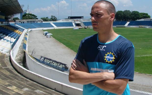 O zagueiro Emerson Feliciano, do São José Esporte Clube (Foto: Danilo Sardinha/Globoesporte.com)