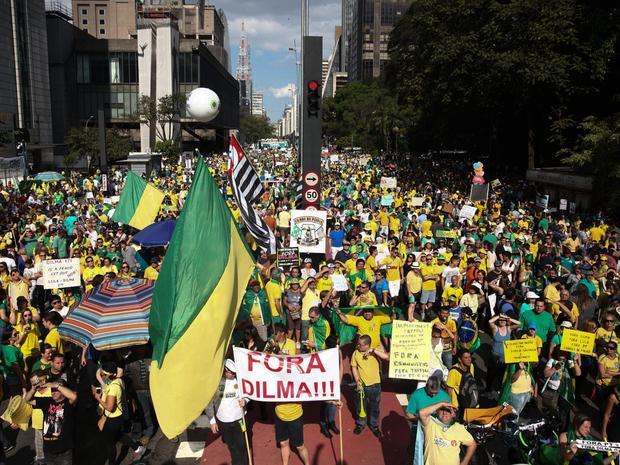 SÃO PAULO - Multidão participa de protesto contra a presidente Dilma Rousseff na Avenida Paulista (Foto: Fábio Tito/G1)