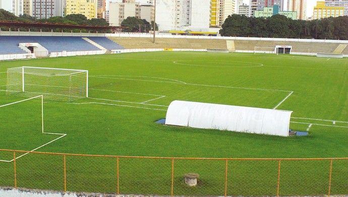 Olímpico em 2005, antes da reforma; estádio foi remodelado (Foto: Lailson Duarte / O Popular)
