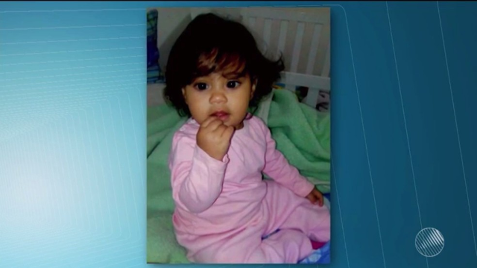 Menina de um ano foi internada em Vitória da Conquista com suspeita de virose (Foto: Reprodução/ TV Sudoeste)