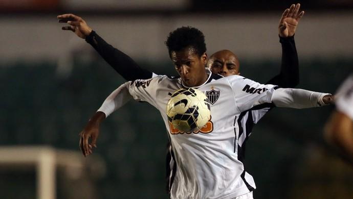 Figueirense x Atlético-MG Jô e thiago Heleno (Foto: Getty)