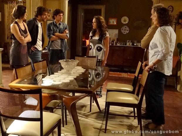 Giane, Fabinho e Bento pressionam Socorro (Foto: Sangue Bom/TV Globo)