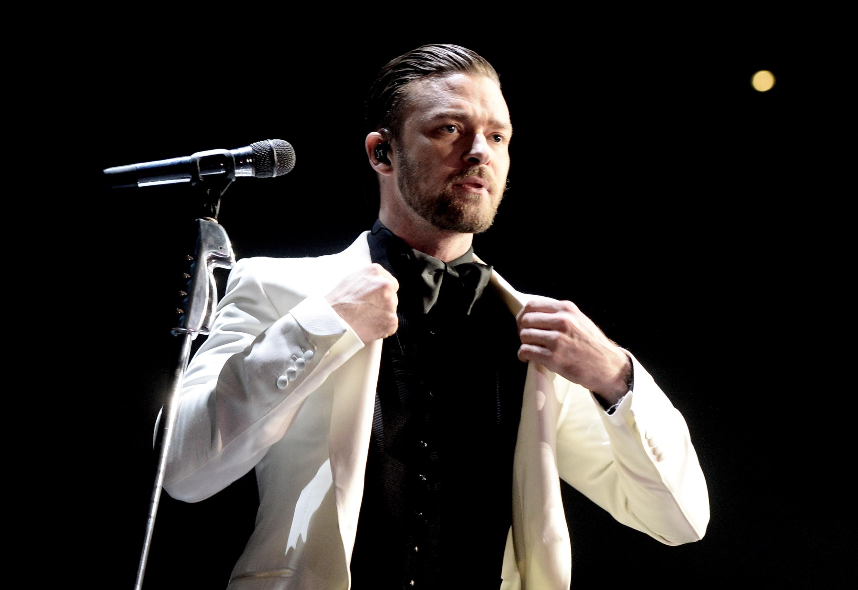 """Em 2009, uma mulher (um pouco fora de si) apareceu em frente à casa de Timberlake alegando ser Deus e que ela e o cantor """"estariam destinados a ficarem juntos"""". Senta lá, Cláudia. (Foto: Getty Images)"""