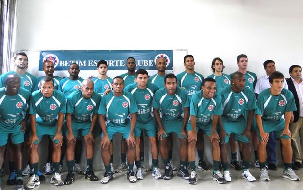Jogadores do Betim Esporte Clube (Foto: Gabriel Medeiros / Globoesporte.com)