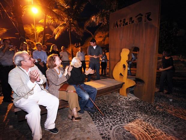 A Prefeitura do Rio, por meio da Secretaria de Conservação e Serviços Públicos, inaugurou nesta segunda-feira, dia 27, um banco panorâmico em homenagem ao escritor, desenhista e jornalista Millôr Fernandes. O evento aconteceu no Largo do Millôr, recanto e (Foto: Beth Santos / Prefeitura do Rio)
