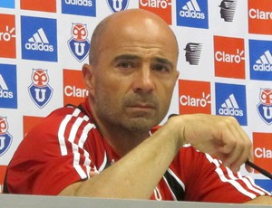 T&#233;cnico Jorge Sampaoli, do Universidad de Chile, concede entrevista coletiva (Foto: Janir Junior/Globoesporte.com)