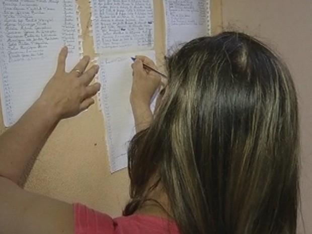 Nomes foram marcados por ordem de chegada (Foto: Reprodução/TV TEM)