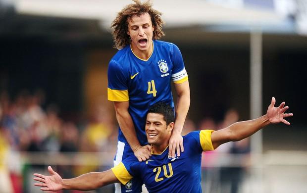 Hulk e David Luiz, Brasil x Africa do Sul (Foto: Marcos Ribolli / Globoesporte.com)