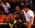 Diego Alves se irrita ao tomar partido de português vaiado pela torcida do Valencia
