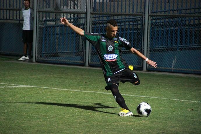 Éder vem se destacando pela regularidade, e nesta quarta deixou o dele contra o Rio Negro (Foto: Marcos Dantas)