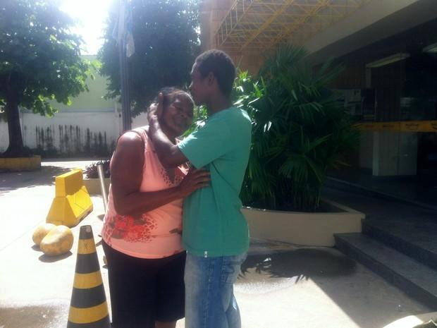 Mãe e filho se encontraram após oito anos (Foto: Priscilla Alves/ G1)