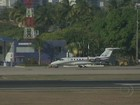 Cid Gomes anda na pista de aeroporto na BA; Anac apura procedimento