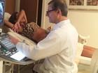 Rodrigão posta foto de Adriana Sant'anna durante ultrassom