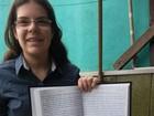 Jovem de SP copia a Bíblia à mão em oito meses e bate recorde brasileiro