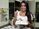 Gracyanne Barbosa mostra os ingredientes que usa para fazer doces fitness