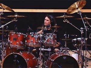 O baterista Aquiles Priester durante vídeo de sua audição (Foto: Reprodução)