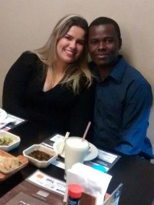 O haitiano com a namorada, Aline (Foto: Arquivo Pessoal/Carlo Pierre-Louis)