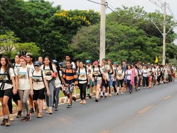 Estudantes de escolas públicas refizeram parte do trajeto de missão que definiu área do DF (Foto: Lula Lopes / Agência Brasília)