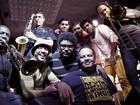Banda Black Rio leva samba, soul, funk e jazz para Petrópolis, no RJ